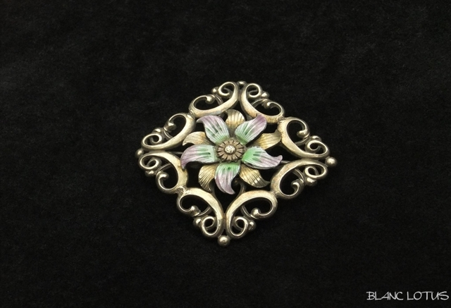 エナメルの花のブローチ スターリングシルバー/14K