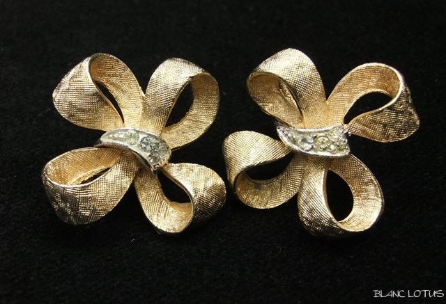 Coro(コロ) リボンのイヤリング