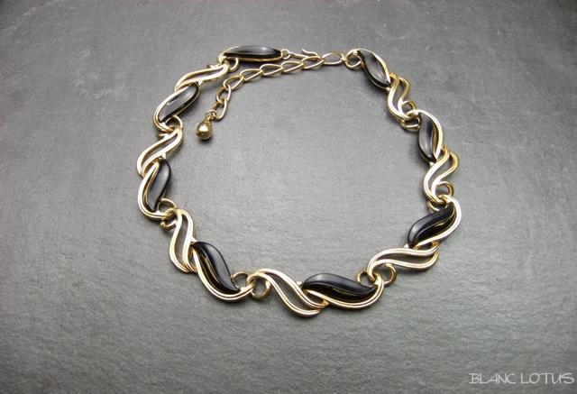 Trifari ゴールドとブラックのネックレス