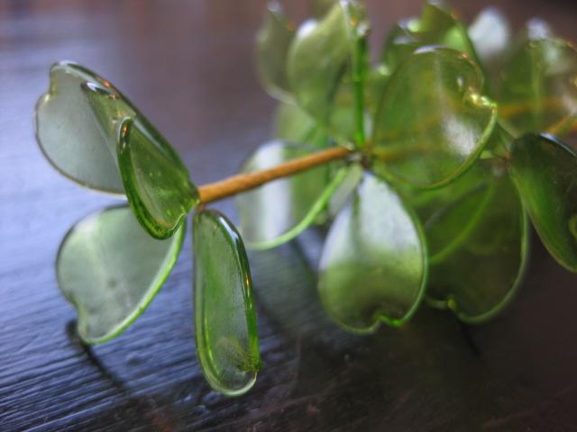 ガラスでできた四葉のクローバー