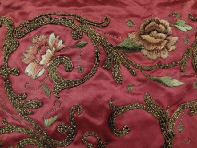 シニョール刺繍のクッションカバー