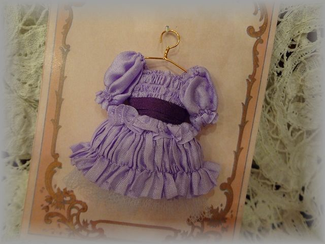 少女のドレス 菫色