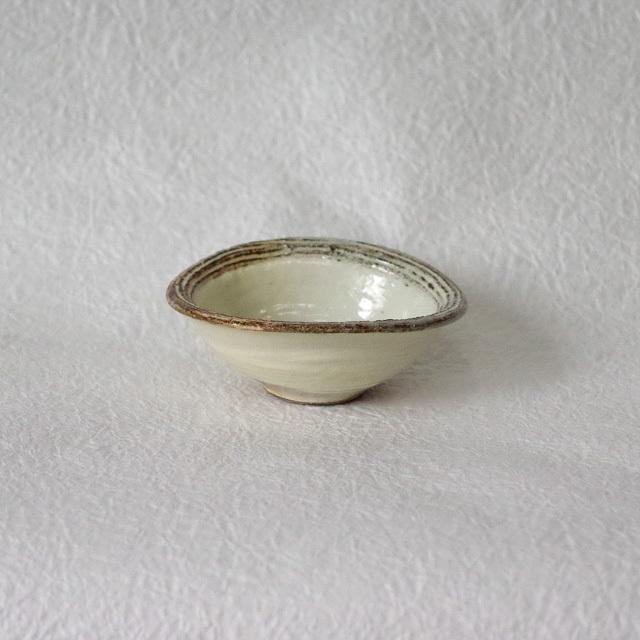 渕荒横彫 たわみ豆鉢
