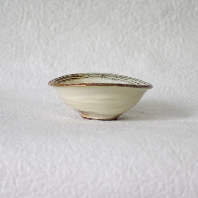 渕荒横彫 たわみ豆鉢 横