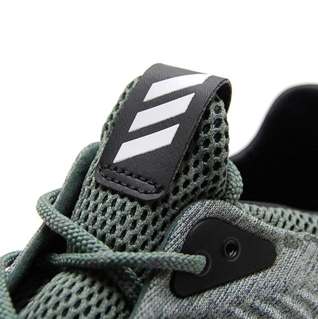 adidas スニーカー alpha bounce