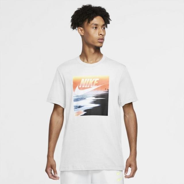 【SALE】 ナイキ サマーフォト 3 S/S Tシャツ NIKE ホワイト メンズ Tシャツ CW0429-100
