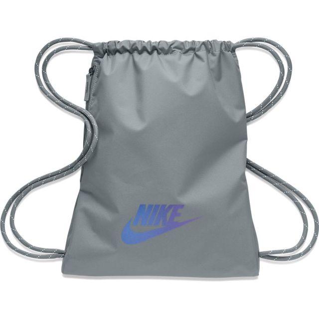 ナイキ ヘリテージ 2.0 ジムサック NIKE SMOKE GREY/SMOKE GREY/IRIDESCENT バッグ バックパック BA5901-084