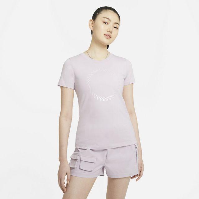 ナイキ スポーツウェア Tシャツ NIKE アイスライラック レディース Tシャツ DD1231-576
