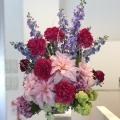 アーティフィシャルフラワ-(シルクフラワー)で製作した、季節の変化を表現するショールーム装花♪