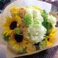 フリフリの花びらのトルコキキョウにイエローオレンジ系の花で爽やかに仕上げたブーケ♪