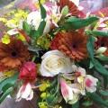 ちょっとシックな色のガーベラを使った花束