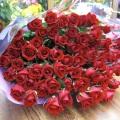 還暦の御祝に赤バラ60本の花束を…