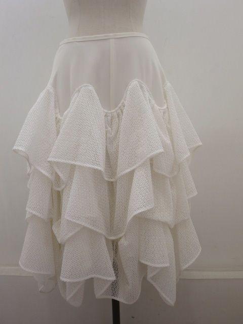 サカヨリ(sakayori.),リング柄刺繍セミフレアースカート:ホワイト