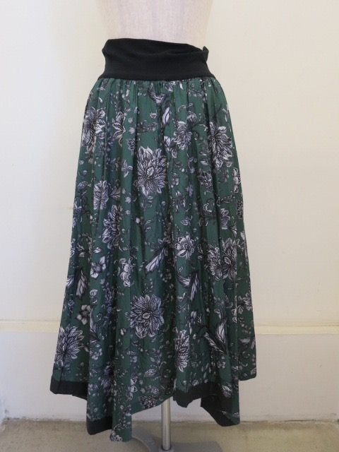 KEI Hayama PLUS(ケイハヤマプリュス),サラサガーデンプリントキュプラコットンシワ加工ウエストリブギャザースカート:グリーン