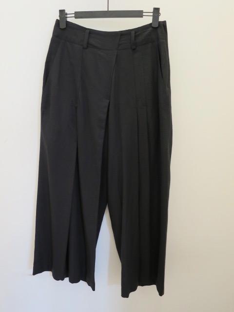 Y's YOHJI YAMAMOTO (ワイズ ヨウジヤマモト) レーヨンリネンシーチング薄手ランダムタックパンツ:ブラック