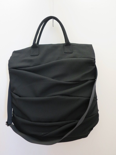 Y's YOHJI YAMAMOTO (ワイズ ヨウジヤマモト) シワギャバ切替ドレープバッグ:ブラック