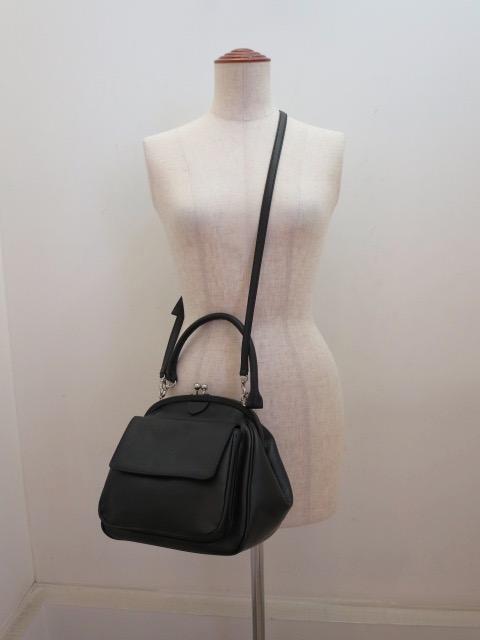 Y's YOHJI YAMAMOTO (ワイズ ヨウジヤマモト) 半艶レザー口金ポケットバッグ:ブラック