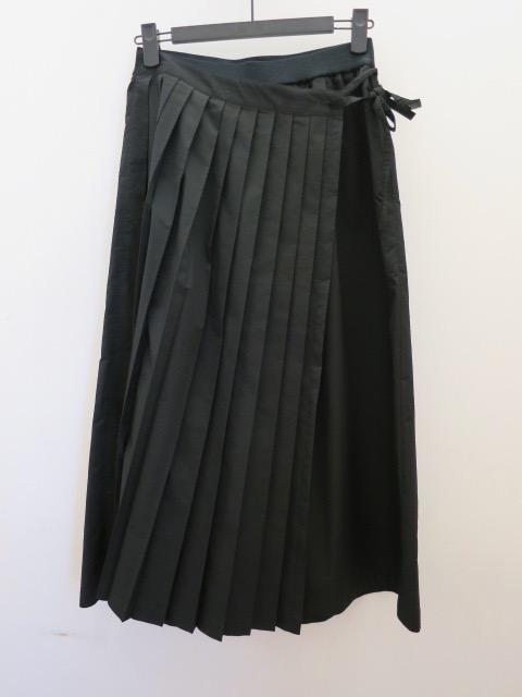 KEI Hayama PLUS(ケイハヤマプリュス) ナチュラルタフタウエストゴム フロントプリーツ八分丈太パンツ:ブラック