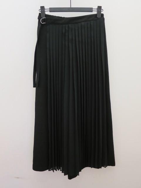 H.A.K (ハク) エステルシフォンプリーツフラップパンツ:ブラック