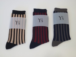 Y's YOHJI YAMAMOTO (ワイズ ヨウジヤマモト) 薄手ストライプソックス:左からベージュ(2)/オレンジ(3)/グレー(4)