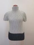 me ISSEY MIYAKE (ミー イッセイミヤケ),ステッチプリントプリーツハイネック半袖Tシャツ:ホワイト