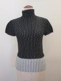 me ISSEY MIYAKE (ミー イッセイミヤケ),ステッチプリントプリーツハイネック半袖Tシャツ:ブラック