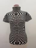 me ISSEY MIYAKE(ミー イッセイミヤケ)、幾何学模様ハイネック半袖Tシャツ:ホワイト