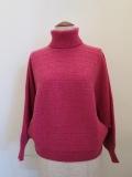 H.A.K (ハク),ライトウールリブ編み横使いタートルネックドルマンスリーブニット:ピンク