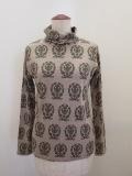 H.A.K (ハク),コットンモダール天竺エンブレムプリント長袖杯ネックTシャツ:ベージュ