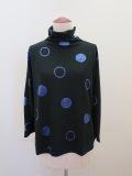 KEI Hayama PLUS(ケイハヤマプリュス),ドットモチーフベロアジャガードボトルネックTシャツ:ブラック