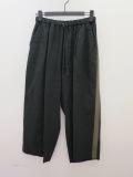 KEI Hayama PLUS(ケイハヤマプリュス) リヨセルツイルサイドライン入りウエストゴム 八分丈パンツ:ブラック
