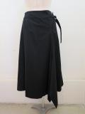 Y's YOHJI YAMAMOTO (ワイズ ヨウジヤマモト) コットンツイルアシメ左ベルトスカート:ブラック