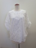 H.A.K (ハク) コットンローンラメスター刺繍半袖ブラウス:ホワイト