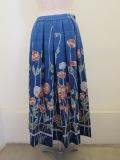 KEI Hayama PLUS(ケイハヤマプリュス) ひなげしプリントキュプラコットンシワ加工ウエストゴムタックスカート:ブルー