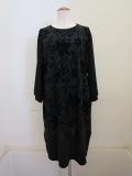 KEI Hayama PLUS(ケイハヤマプリュス) フラワーフロッキープリント七分袖ワンピース:ブラック