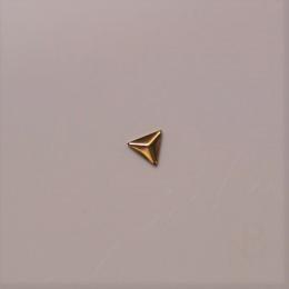 トライアングルスタッズ 2mm×2mm / ゴールド 50個入