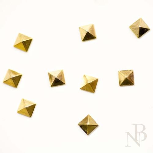 スクエアピラミッド 3mm×3mm / ゴールド 40個入