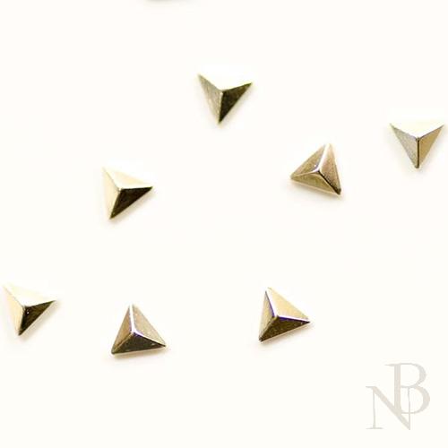 トライアングルピラミッド 2mm×2mm / シルバー 50個入