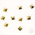 スクエアピラミッド 2mm×2mm / ゴールド 50個入