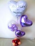 結婚式場祝電・バルーンギフト「送料無料 紫色の結婚お祝 ハートバルーン」バルーン電報になります。