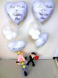 オートバイ・結婚式祝電・バルーンギフト「女性ライダー結婚祝 ブライダル・バルーン&バイクバルーンアート」バルーン電報になります。