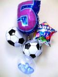 誕生日祝「サッカーハッピーバースデー」バルーンギフトにメッセージカードを添えれば素敵なバルーン電報になります。