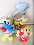 カープ結婚祝・スライリー結婚祝・カープ結婚式祝電・プロ野球広島結婚祝「赤いヘルメット 結婚お祝リングバルーン」