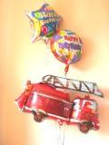 乗り物が大好きな男の子に喜んでもらえるバルーンギフトです。素敵なバルーン電報になります。消防車バースデー バルーン