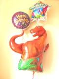 大人気の恐竜バルーンのお誕生日用のバルーンギフト。素敵なバルーン電報になります。恐竜バースデー バルーン