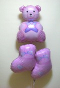 素敵なバルーン電報になります。出産お祝用のバルーンギフト 「ベアー&ブーツ ピンク」