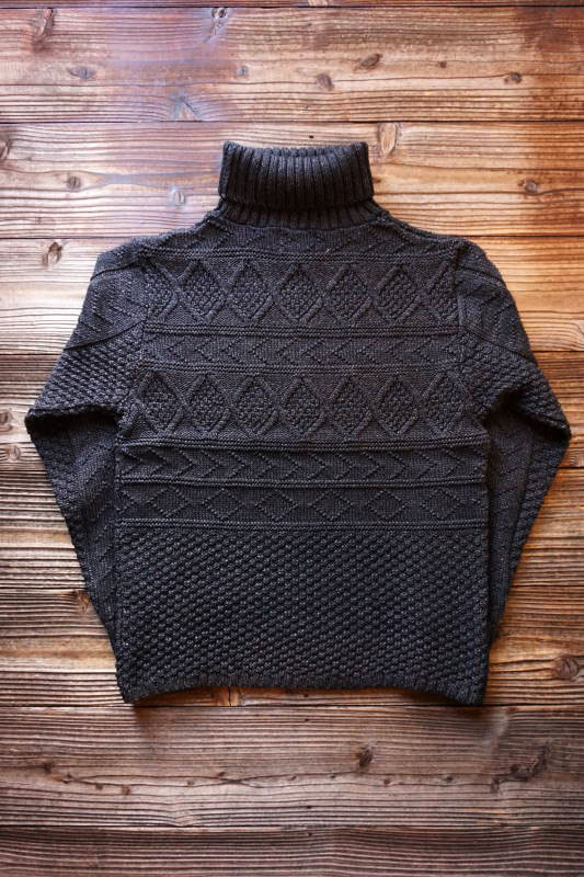 BY GLAD HAND ISLANDS - TURTLENECK BLACK