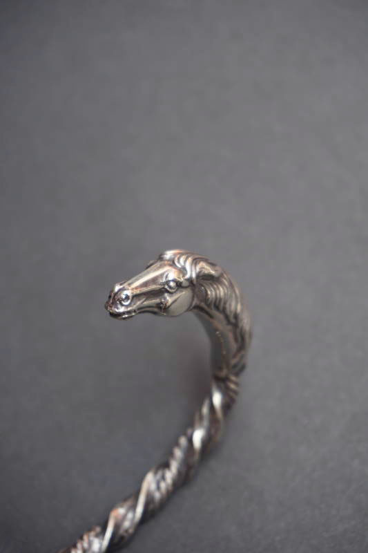 PEANUTS & Co. horse twist bangle silver