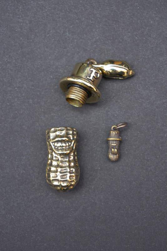 PEANUTS & Co. xlarge peanuts open tyle brass