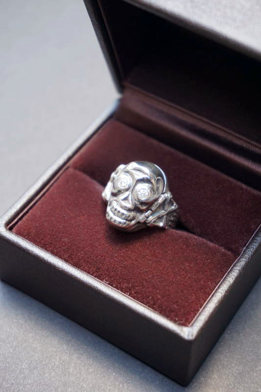 "PEANUTS & Co. skull poison ring ""diamond"" white"